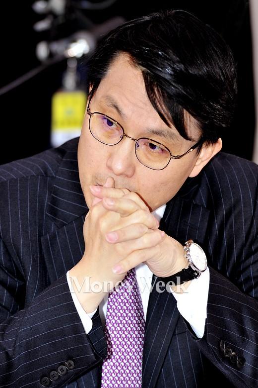 [MW사진] 통일부장관 인사청문회, '고심 또 고심하는 윤상현 의원'