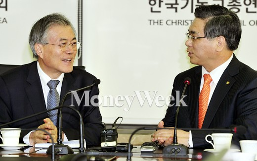 [MW사진] 환담하는 문재인 대표와 이영훈 목사
