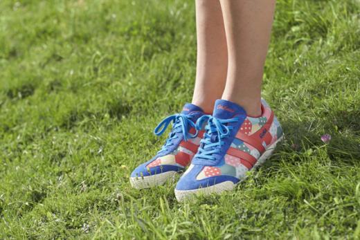 신데렐라 영화뜨면 신데렐라 신발도 뜬다? …패션계에 부는 콜라보레이션 열풍