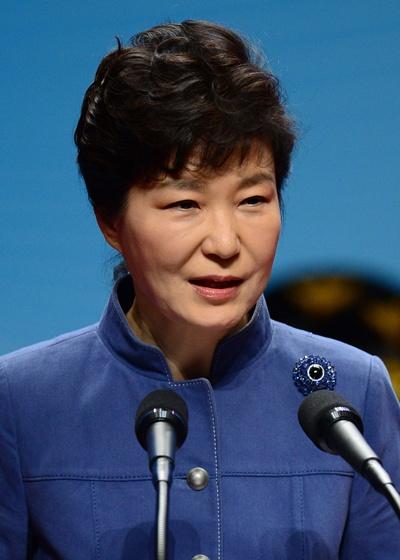 '박근혜 지지율' 박근혜 대통령의 지지율이 30%대로 다시 하락했다. 부정평가는 20·30대층에서, 긍정평가는 60대 층에서 가장 많이 나타났다. /사진=뉴스1