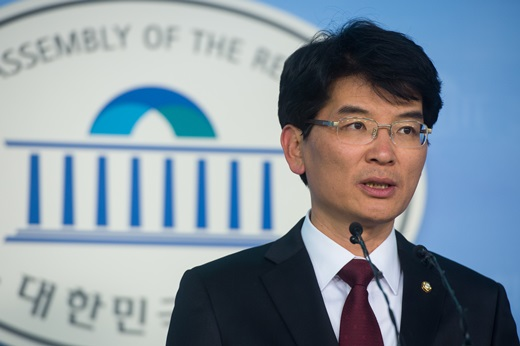 'AIIB 참여 결정' 새정치민주연합 박완주 원내대변인. /사진=뉴스1