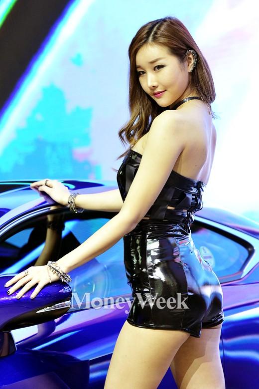 [MW사진] 2015 서울모터쇼, '렉서스 RC F에 푹 빠져 보실래요?'