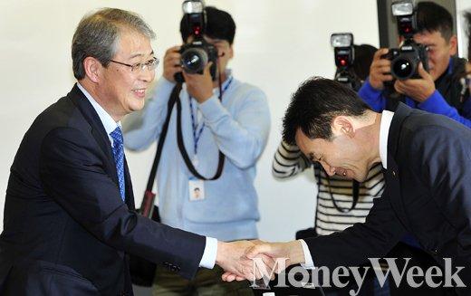 [MW사진] 사적연금 현장 간담회에 참석한 임종룡 금융위원장