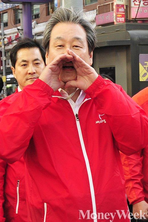 [MW사진] 4.29 재보선, '지지 호소하는 김무성 대표'