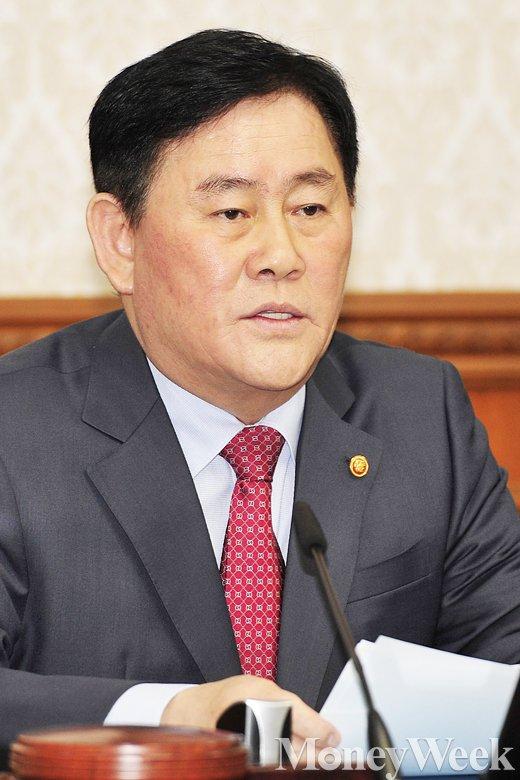 [MW사진] 국무회의 최경환, '총리대행으로서 모두발언'