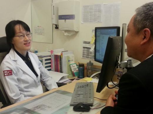 관절염에 상담치료, 뇌졸중에 약물치료?