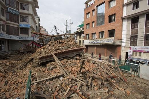 31일(현지시간) 지진으로 건물이 붕괴된 네팔 랄릿푸르(Lalitpur)의 참혹한 모습. /사진=뉴스1