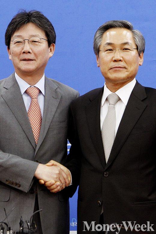 (왼쪽부터) 유승민 새누리당 원내대표, 우윤근 새정치민주연합 원내대표