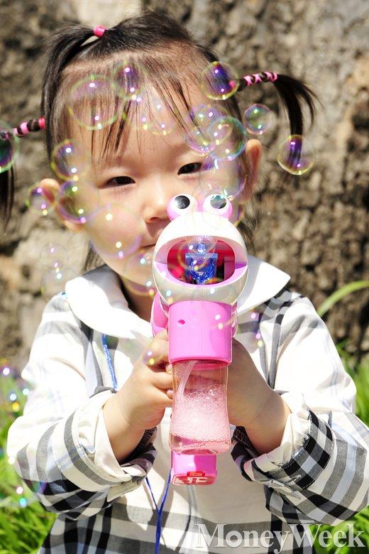 [MW사진] 오늘은 어린이날, '동심이 방울방울'