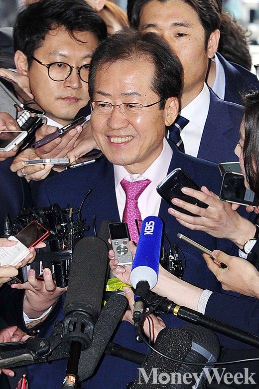 [MW사진] 홍준표, '성완종 리스트 수사' 첫 소환