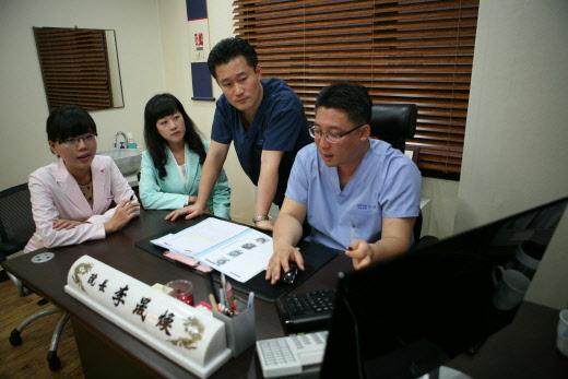 [이성환의 여성탈모클리닉(263)] 정수리탈모 치료 원하는 여성들, 병원 치료 우선