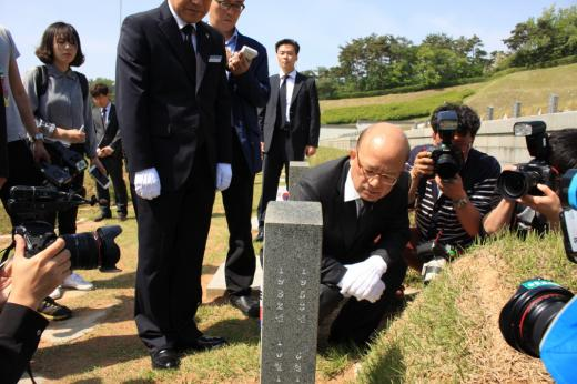 국립 5·18민주묘지 방문한 박한철 헌법재판소장