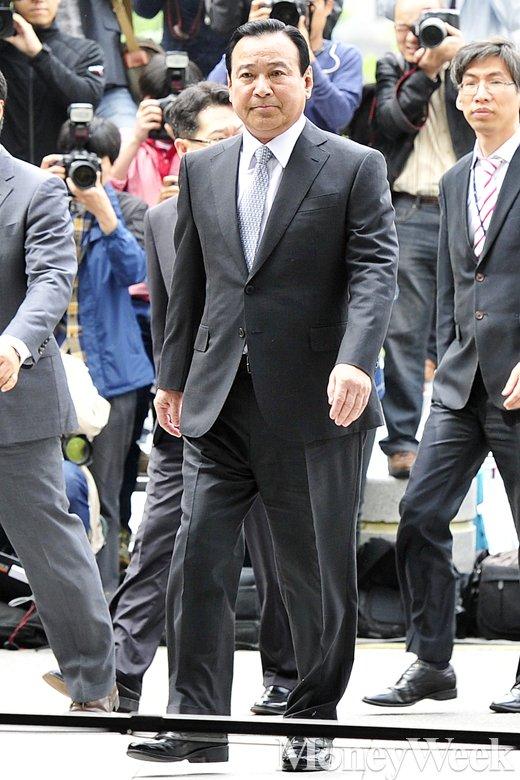 [MW사진] 이완구 전 총리, 검찰 출석