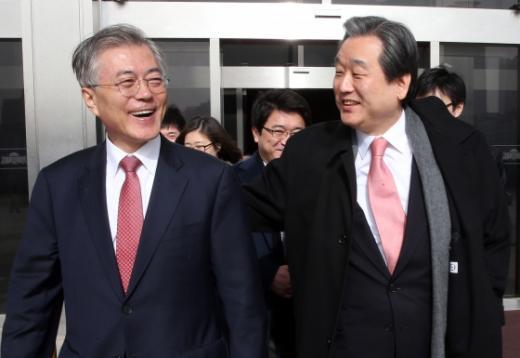 문재인 대표와 김무성 대표/사진=뉴스1