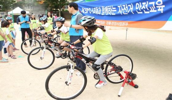 경륜이 매년 어린이들을 대상으로 자전거 안전교육을 실시하고 있다./사진=국민체육진흥공단 경륜경정사업본부