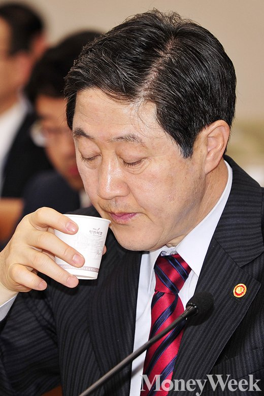 [MW사진] 4.16세월호특별법 시행령 관련, 속타는 유기준 장관
