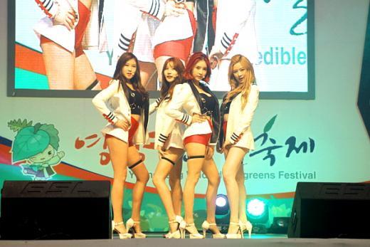 """""""영양 찍고 캠퍼스 간다""""…걸그룹 포켓걸스, 축제시즌 행사 참석 봇물"""