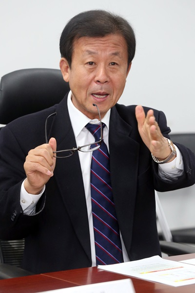 '의사 풀무원' 원혜영 새정치민주연합 의원. /사진=뉴스1