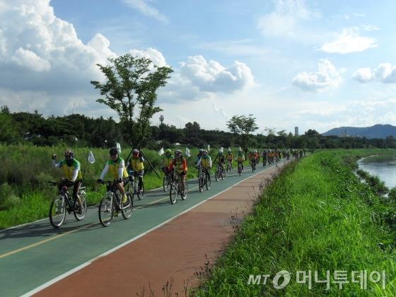 지난해 대구 살림길을 찾은 들꽃사랑 답사단/사진제공=한국자전거문화포럼