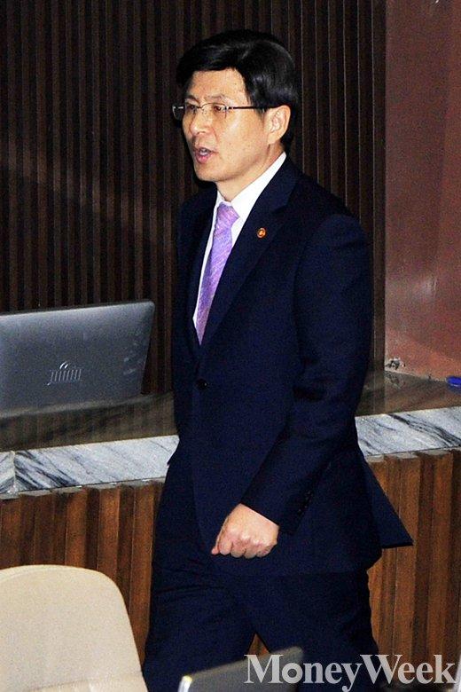 [MW사진] 황교안 총리 후보, '5월 임시국회 참석한 이유'