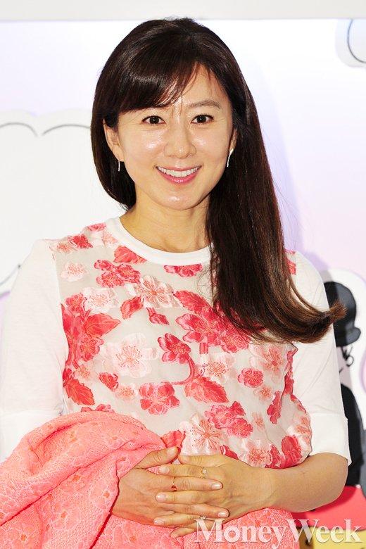[MW 사진] 김희애, '세월을 거꾸로 먹는 미녀'