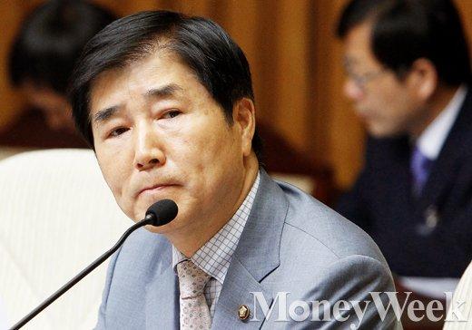 [MW사진] 황교안 인사청문특위, 발언 듣는 장윤석 위원장