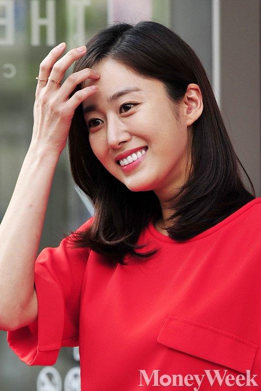 [MW사진] 전혜빈, '플래시 쑥스럽네요'