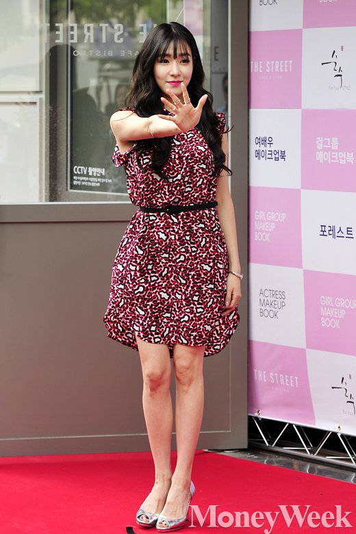 [MW사진] 소녀시대 티파니, '어머 저기에도 팬이 있네~'