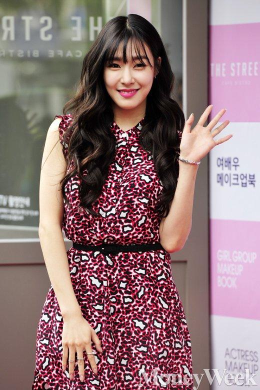 [MW사진] 소녀시대 티파니, '여신의 손인사'
