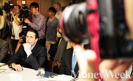 [MW사진] 경청하는 마크 리퍼트 미국 대사
