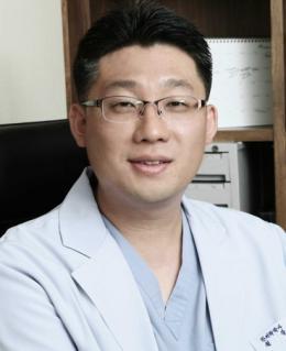 [이성환의 초기탈모치료병원(277)] 원형탈모 치료법, 원인을 밝혀야 한다?