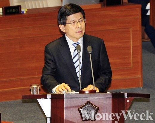 [MW사진] 경제분야 대정부질문 답변하는 황교안 총리