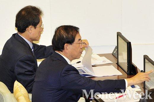 [MW사진] 서울시의회에 출석한 박원순 시장과 조희연 교육감