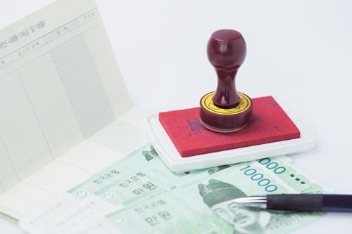 '금융지주 경쟁력 강화'를 보는 두 시선