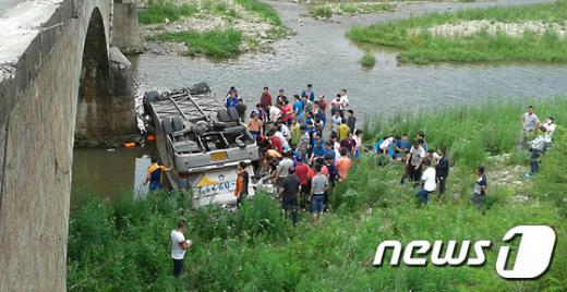 '행자부 버스 추락사고', '중국버스 추락사고', '지방행정연수원 공무원' /사진=뉴스1(독자 제공)