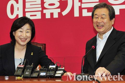 [MW사진] 김무성 대표, '심상정 대표 오늘은 살살 합시다'
