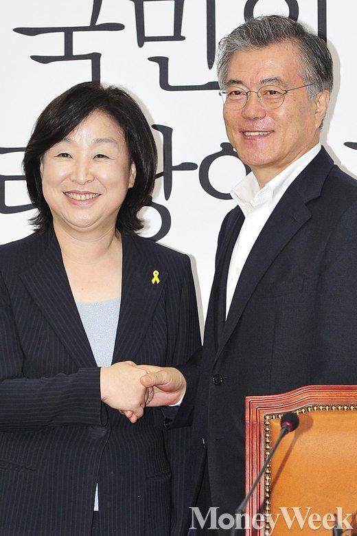 [MW사진] 활짝 미소 짓는 심상정-문재인 대표