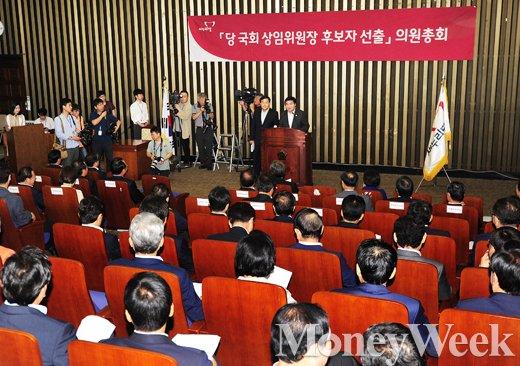 [MW사진] 새누리당 의총 '신임 원내부대표단-정책위부의장단 추인 보고'
