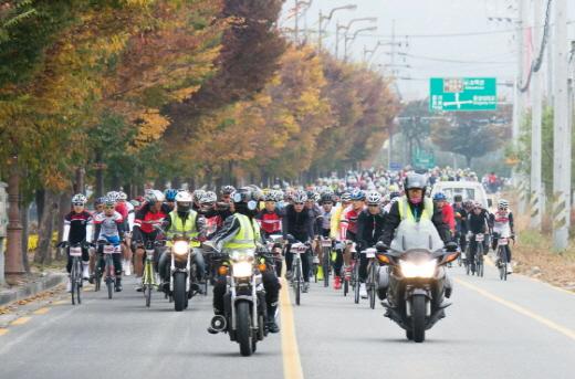 2013년 첫 행사 모습. 백두대간 그란폰도는 국내 최대 규모의 자전거축제이자 대표적인 그란폰도로 자리했다. /사진제공=국민체육진흥공단