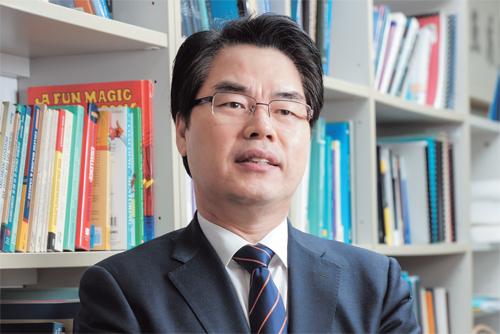 나승일 교수(서울대) 2013년 3월부터 2014년 8월까지 교육부 차관을 지냈다. 2000년 초반부터 직무능력표준화 연구를 해 현정부가 주요 국정과제로 내세운 국가직무능력표준 개발 정책을 주도했다.