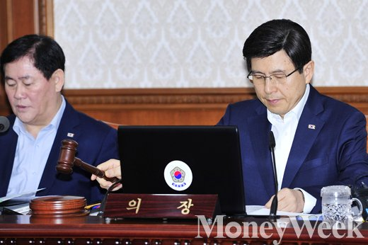▲최경환 경제부총리, 황교안 국무총리(왼쪽부터)