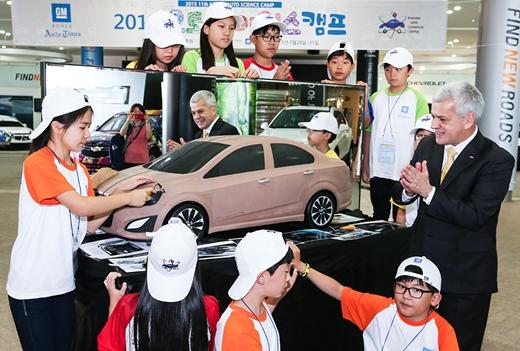 한국지엠, '오토사이언스캠프'통해 미래자동차 꿈나무 양성