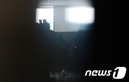 지난 3일 서울 국회 의원회관 심학봉 의원실에 불이 꺼져 있다. /사진=뉴스1