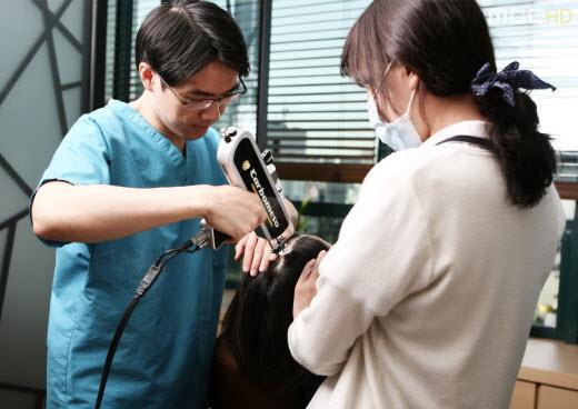 [김택훈원장의 부산탈모치료(51)] 직장인 탈모, 모발이식 수술 방법은 어떻게 결정할까
