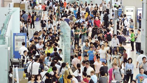 하계휴가철 붐비는 인천공항. /사진=뉴스1 DB