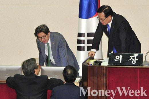 [MW사진] 정의화 의장 만난 김무성-황진하, 무슨 대화 할까?