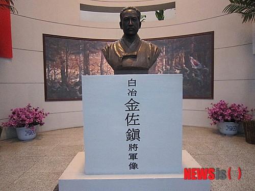 '김좌진 장군 증손자' 중국 헤이룽장성 한중우의공원에 마련된 김좌진 장군 흉상 /사진=뉴시스