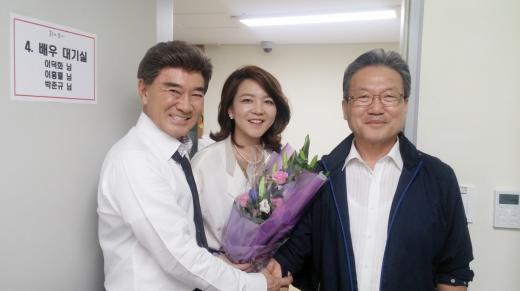 ▲왼쪽부터 배우 이덕화, 하이모 홍정은 부사장, 하이모 홍인표 회장