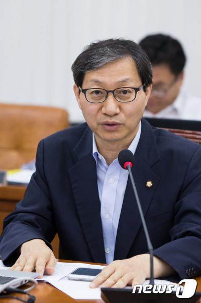 '개별소비세 인하' 사진은 김성주 새정치민주연합 의원. /사진=뉴스1