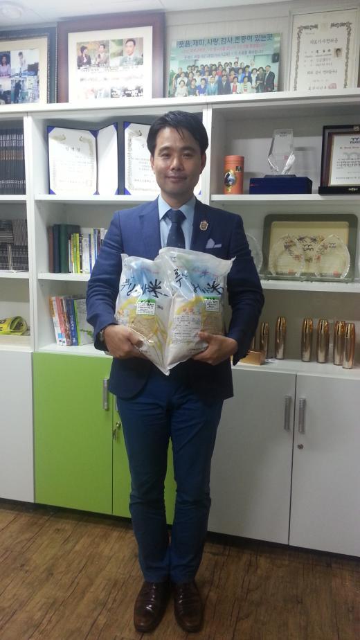 루안코리아 김성현 디렉터, 사과나무글로벌포럼에 쌀 기증